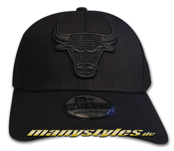Chicago Bulls NBA 39THIRTY Curved Visor Cap Stretch Flex Fit Black on Black von New Era