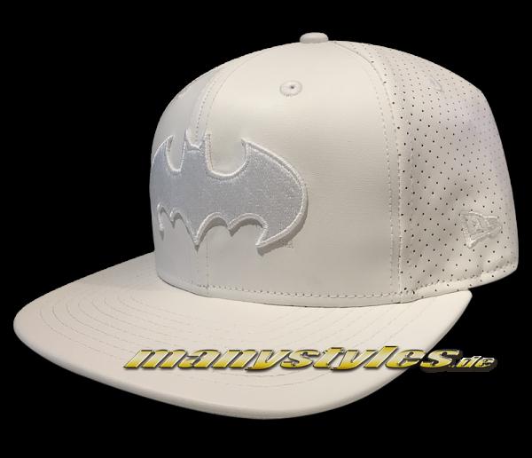 Batman DC Comic 9FIFTY Mens Leather Perf Snapback Cap White on White von New Era