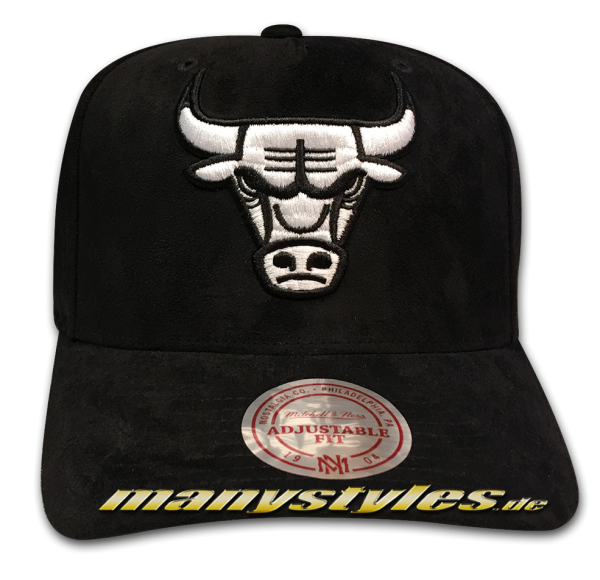 Chicago Bulls NBA 110 Curved Visor Suede adjustable Snapback Cap Black White von Mitchell and Ness