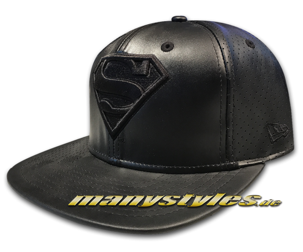 Superman DC Comic 9FIFTY Mens Leather Perf Snapback Cap in Black on Black von New Era