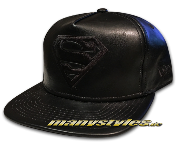 Superman DC Comic 9FIFTY Original Fit PU Bevel Snapback Cap in Black on Black von New Era