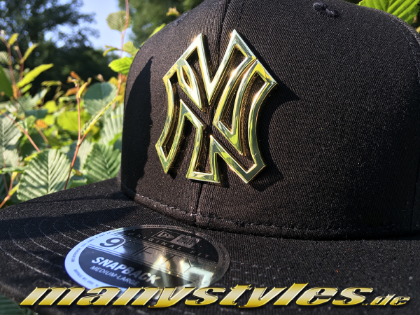 NY Yankees 9FIFTY MLB Original Fit Snapback Cap Metall Badge Black Gold von New Era Alternate Front View full color